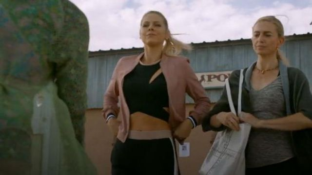 Leg­gings Pant Black worn by Isobel Evans (Lily Cowles) in Roswell, New Mexico Season 2 Episode 2