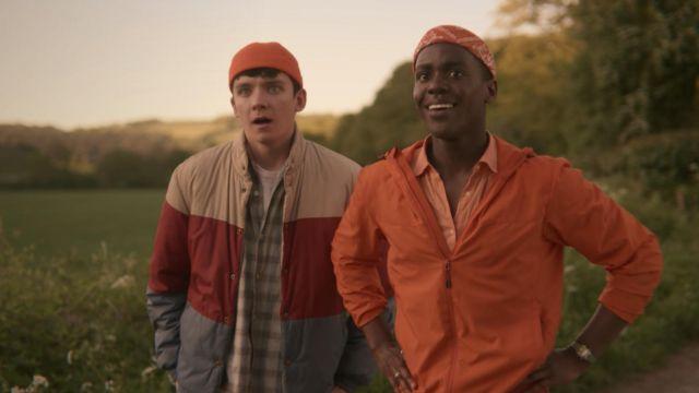 Orange beanie worn by Otis Milburn (Asa Butterfield) in Sex Education (S01E02)