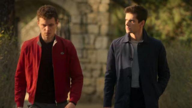 The coat of navy-blue Polo (Álvaro Rico) in Elite (S02E02)