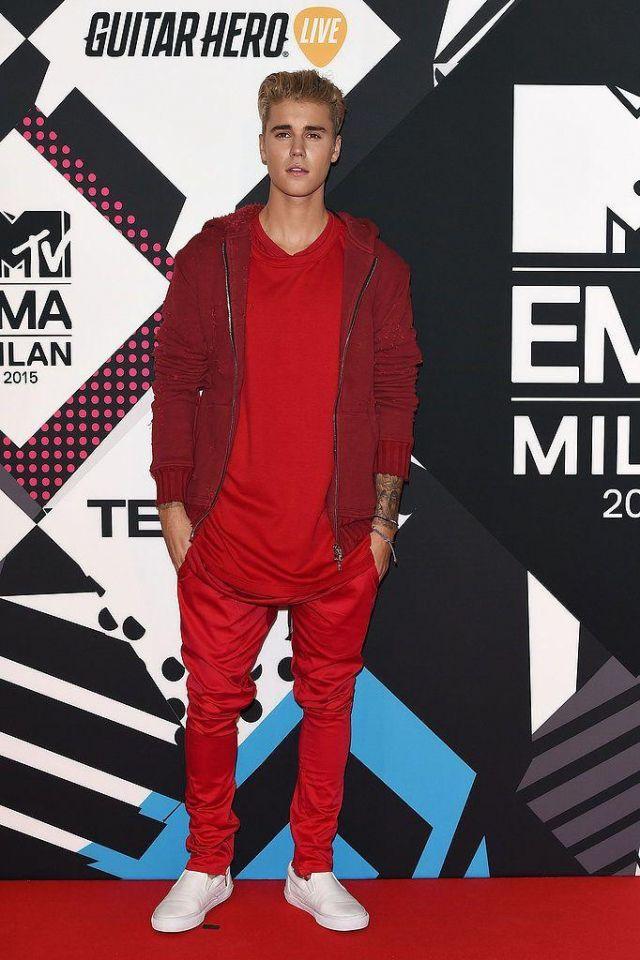 Rouge vieilli zip up hoodie, portés par Justin Bieber à 2015 MTV EMA à Milan