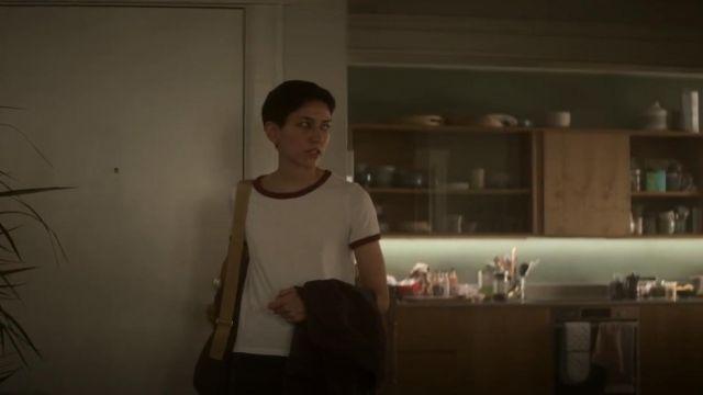 Manches courtes Ringer Tee porté par Lily Chan (Sonoya Mizuno) dans Devs Saison 1 Épisode 1