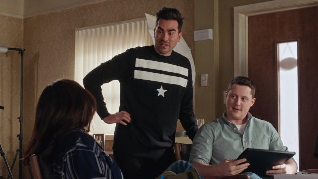 Stripes and Star Sweater worn by David Rose (Daniel Levy) in Schitt's Creek (S06E08)