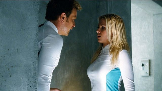 The outfit sportswear Jordan Two Delta / Sarah Jordan (Scarlett Johansson) in The Island