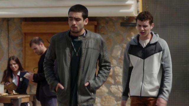 La veste Nike noire blanche et grise de Ander (Arón Piper) dans Élite (Saison 1)