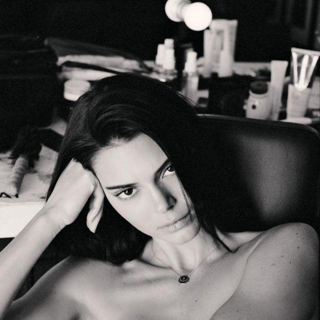 Le collier de Kendall Jenner sur son compte Instagram @kendalljenner
