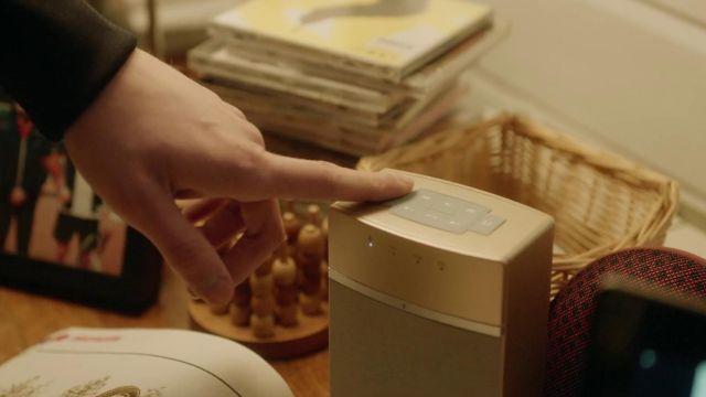 L'enceinte Soundtouch 10 couleur or Bose utilisée par Ander (Arón Piper) dans Élite (Saison 1)