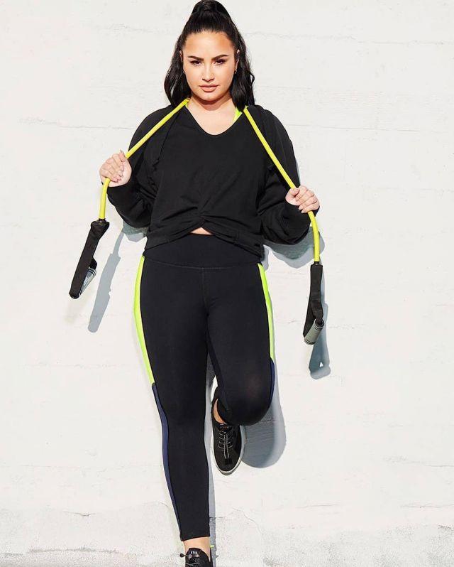 Fabletics Sydney Twist Front Hoodie worn by Demi Lovato Fabletics