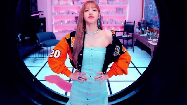 The jacket of Nascar driver Tony Stewart orange Lisa in the clip '뚜두뚜두 (DDU DU DDU-DU)' of BLACKPINK