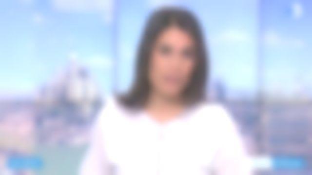 Le top en coton blanc, volants rehaussés de dentelle de Émilie Tran Nguyen dans 12/13 Journal de France 3 le 05.02.2020