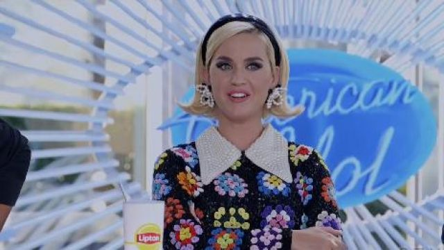 Pearl Flo­ral Ear­rings worn by Katy Perry (Katy Perry) in The Rookie Season 2 Episode 16