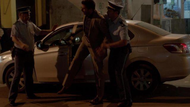 Les chaussures marrons portées par Cyclone (Mehdi Nebbou) dans la série Le Bureau des légendes (S01E01)
