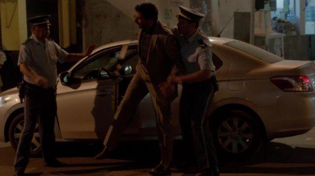 La chemise noire portée par Cyclone (Mehdi Nebbou) dans la série Le Bureau des légendes (S01E01)