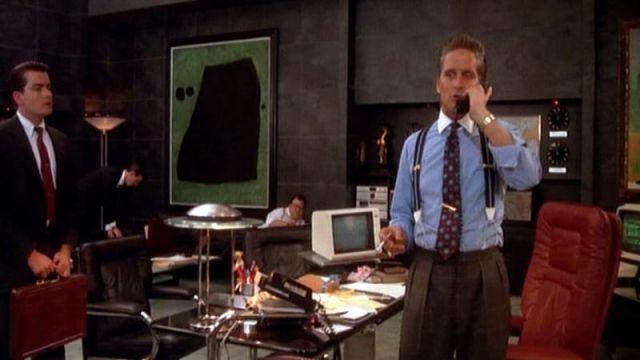 Le pantalon à pinces porté par Gordon Gekko (Michael Douglas) dans Wall Street