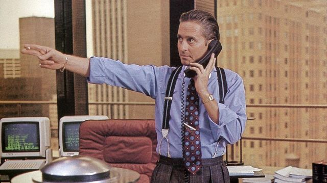 Les bretelles portées par Gordon Gekko (Michael Douglas) dans Wall Street