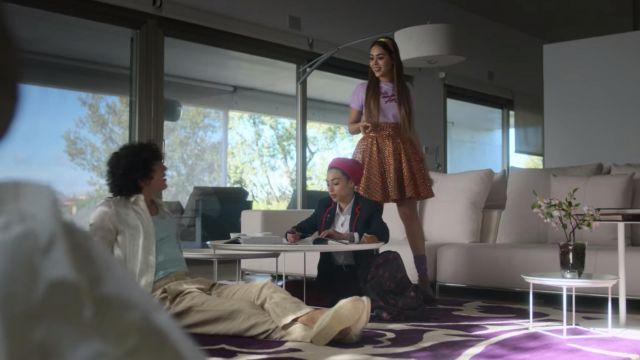 Coloré mini jupe portée par Lu (Danna Paola) dans l'Élite (Saison 2, Épisode 3)
