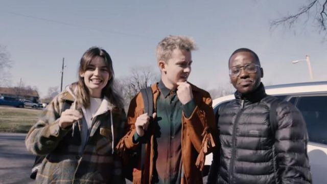 Aviator gold eyeglasses worn by Ncuti Gatwa in Sex Education Cast Try Cafe Du Monde & Other U.S. Firsts | Road Trip by Netflix