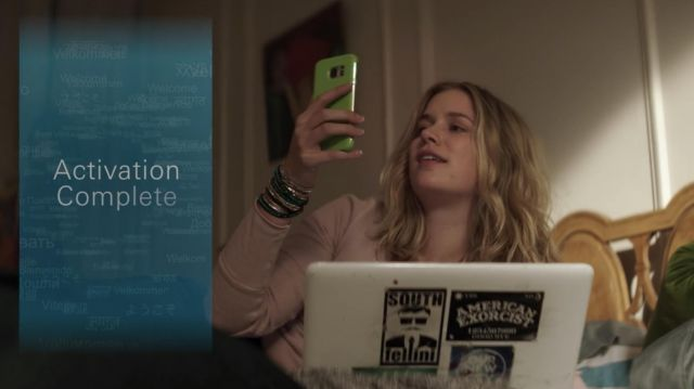 Samsung Smartphone used by Guinevere Beck (Elizabeth Lail) as seen in YOU S01E02