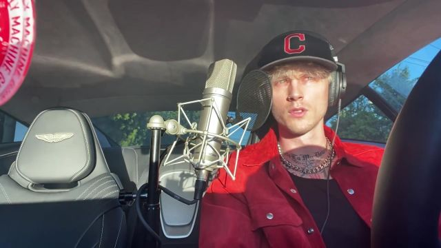 New Era NFL Chica­go Bears C Lo­go Hat Cap in Navy Blue worn by Machine Gun Kelly in his Smoke and Drive music video