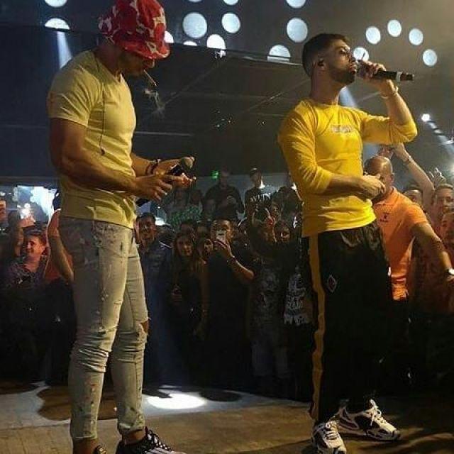 La paire de Nike Air Max Tailwind porté par Ademo en concert