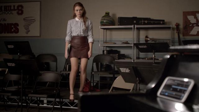 Nike West Heels Shoes in leather brown worn by Lydia Martin (Holland Roden) as seen in Teen Wolf (Season 3 Episode 4)