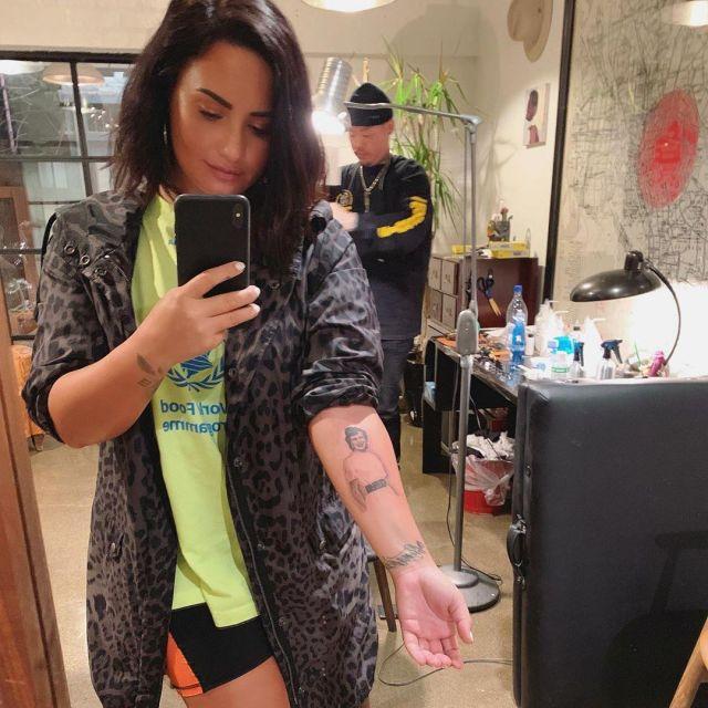 La parka imprimé léopard Yves Saint Laurent de Demi Lovato sur son compte Instagram @ddlovato