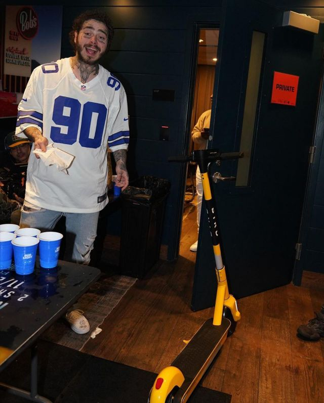 The jersey, NFL Nike Dallas Cowboys worn by Post Malone on his account Instagram @postmalone