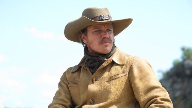 Le chapeau beige à boucle ceinture de LaBoeuf (Matt Damon) dans True Grit