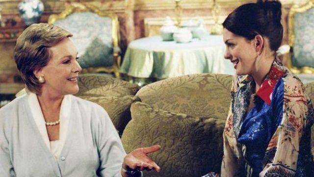 Le chemisier multicolore de Mia Thermopolis (Anne Hathaway) dans Un mariage de princesse