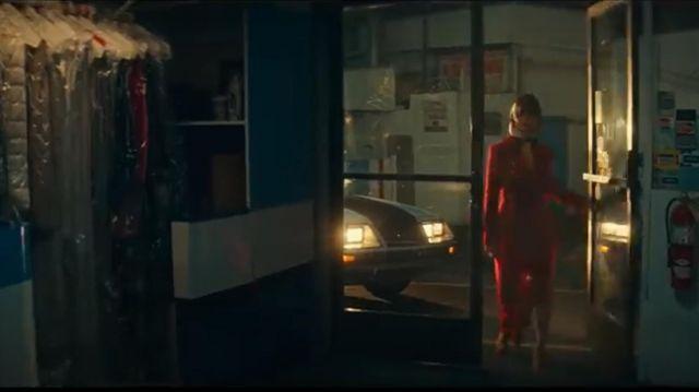 Stine Goya trench porté par Selena Gomez dans son petit Copain (official Music Video)