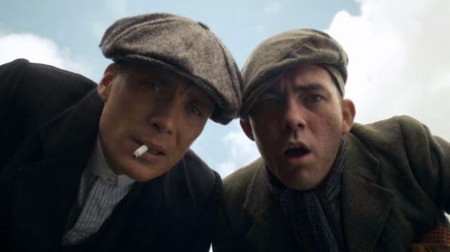 La casquette béret portée par Thomas Shelby (Cillian Murphy) dans la série Peaky Blinders (Saison 1 Épisode 2)