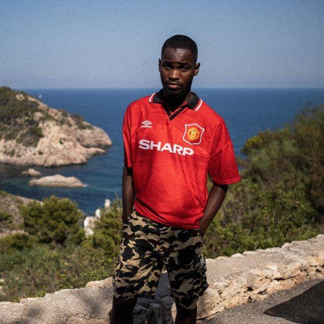 Le maillot de Manchester United Umbro porté par David Omoregie sur son compte Instagram @santandave