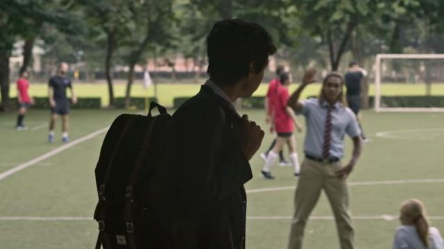 Her­schel Black Back­pack worn by Ovi Ma­ha­jan (Rudhraksh Jaiswal) as seen in Extraction