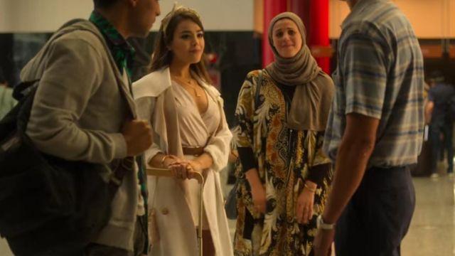 La robe couleur beige porté par Lu (Danna Paola) dans Élite (S03E08)