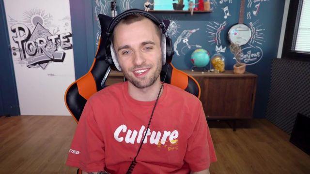 Le t-shirt rouge Heron Preston porté par Squeezie dans sa vidéo Leurs occupations sont mieux que les nôtres