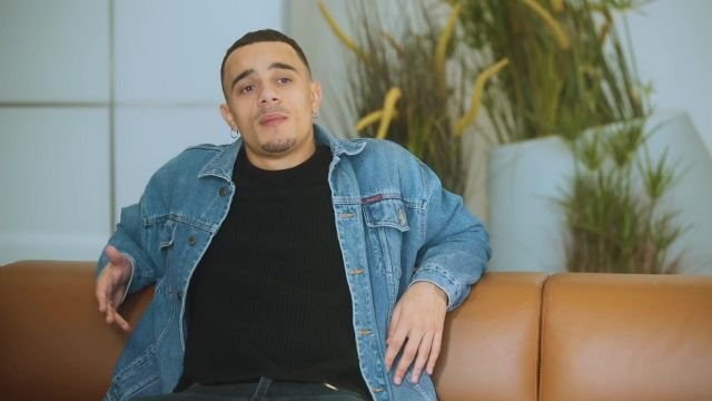 La veste en jean de Mister V dans sa vidéo RAP VS RÉALITÉ