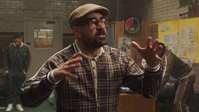 La casquette grise portée par Coach (Colin Farrell) dans The Gentlemen