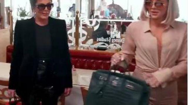 Suede Leggings portés par Khloé Kardashian en accord avec les Kardashians Saison 18 Épisode 6