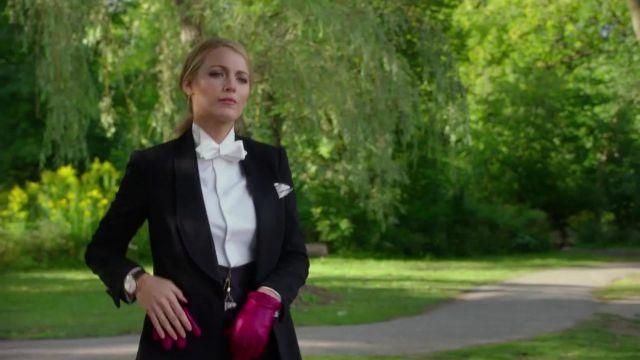 Les gants en cuir rouge de Emily Nelson (Blake Lively) dans L'ombre d'Emily