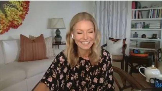 Les rêveries imprimé Floral replonger Robe en Soie porté par Kelly Ripa sur le LIVE avec Kelly et Ryan 2 Mai 2020