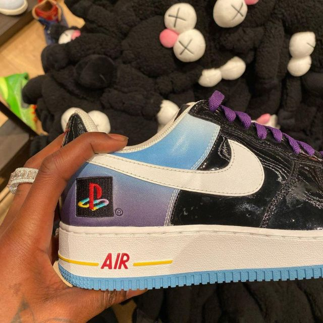 Sneakers Nike x PlayStation ported by Travis Scott on his account Instagram @travisscott