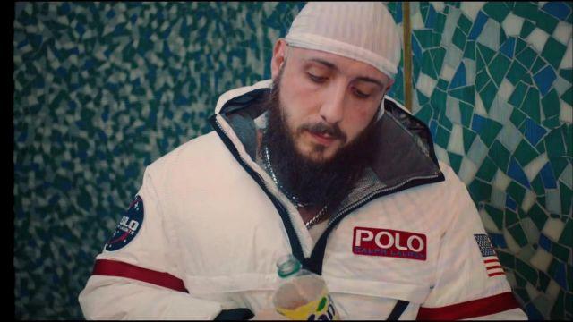 La veste zippée Ralph Lauren portée par Caballero dans le clip L'Amérique de Caballero & JeanJass