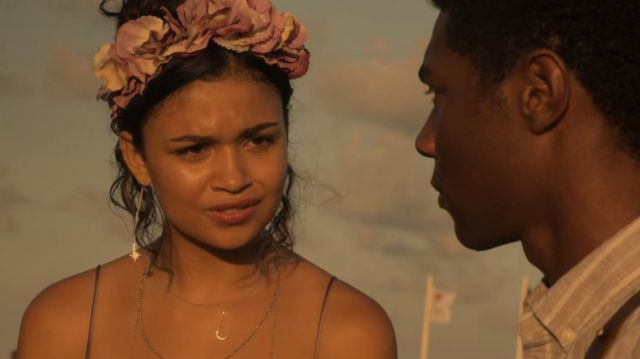 Flower crown worn by Kiara (Madison Bailey) in Outer Banks (S01E05)