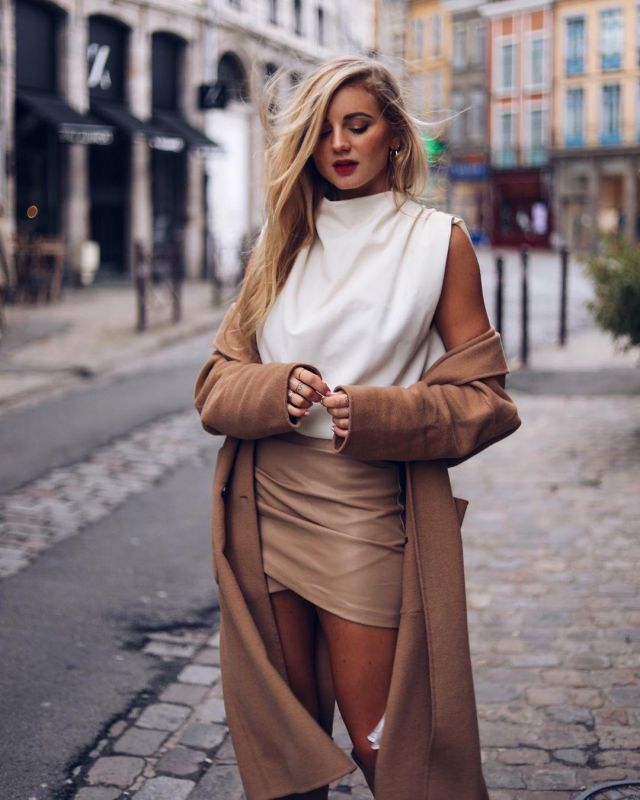 Le manteau camel Zara porté par Jess Me Up sur son compte