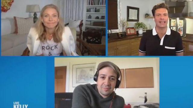 Zadig & voltaire Graphique Linge de Tee porté par Kelly Ripa sur le LIVE avec Kelly et Ryan 8 Mai 2020