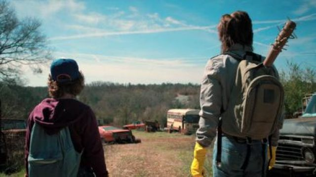 Backpack worn by Steve Harrington (Joe Keery) in Stranger Things (S02E06)