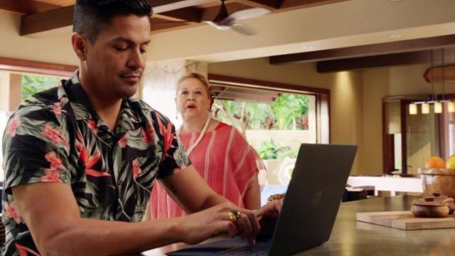 Hawaiian Shirt worn by Thomas Magnum (Jay Hernandez) in Magnum P.I. (S02E19)