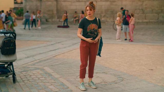 Les baskets couleur vert d'eau de Valeria (Diana Gómez) dans Valeria (S01E01)