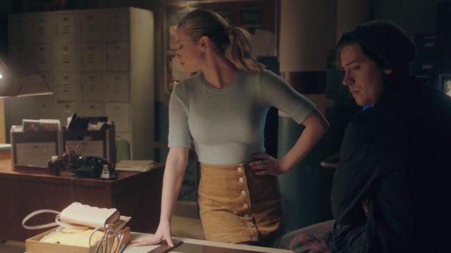 Mustard Yellow Corduroy Button Skirt worn by Betty Cooper (Lili Reinhart) in Riverdale (S04E19)