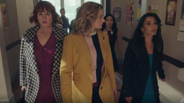 Mustard Wool Coat worn by Alice Cooper (Mädchen Amick) in Riverdale (S04E19)
