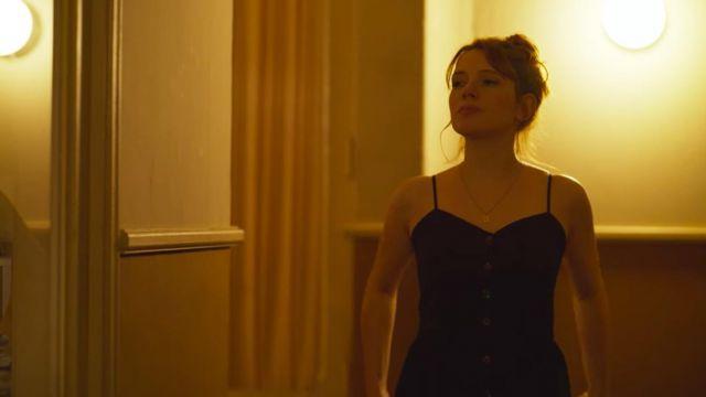 La robe noire de Valeria (Diana Gómez) dans Valeria (S01E02)